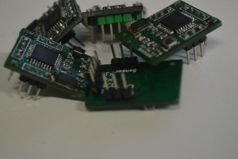 图片包含 电子产品, 电路 描述已自动生成